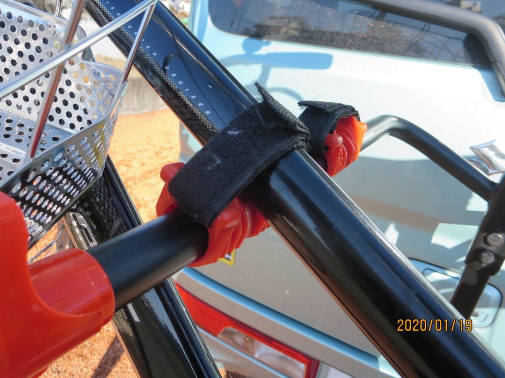 サイクルキャリアに自転車を固定