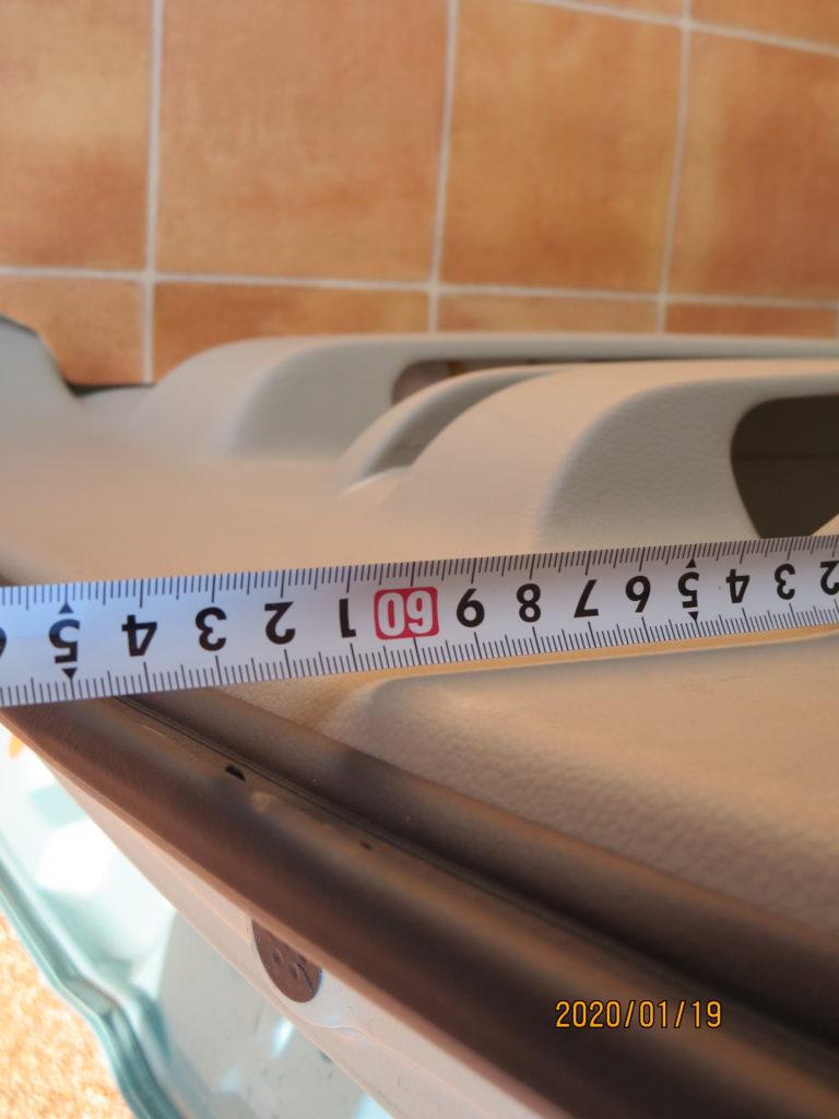 エブリイワゴンのラッゲージボードステーの上段の長さ 61cmと表示される