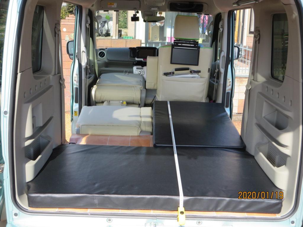 エブリィワゴンの専用マットレス 運転席のシートは一番後ろまでスライドさせた状態