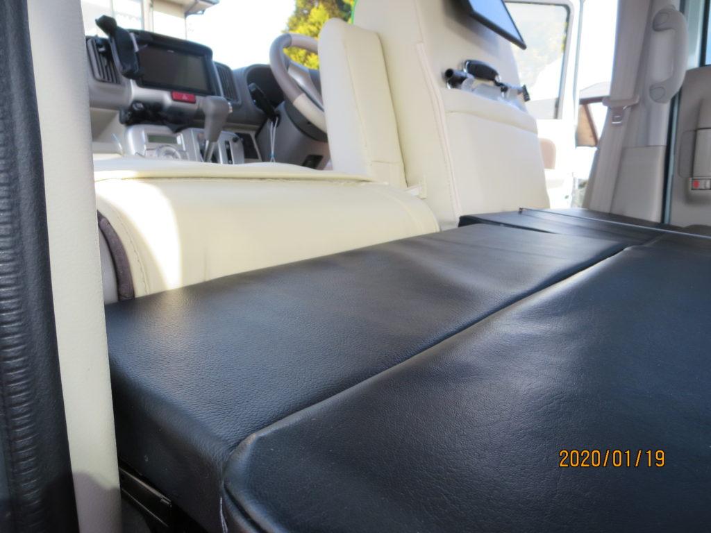 エブリィワゴンのマットレス自作 自作の拡張マットレスを敷いた状態(助手席+運転席)
