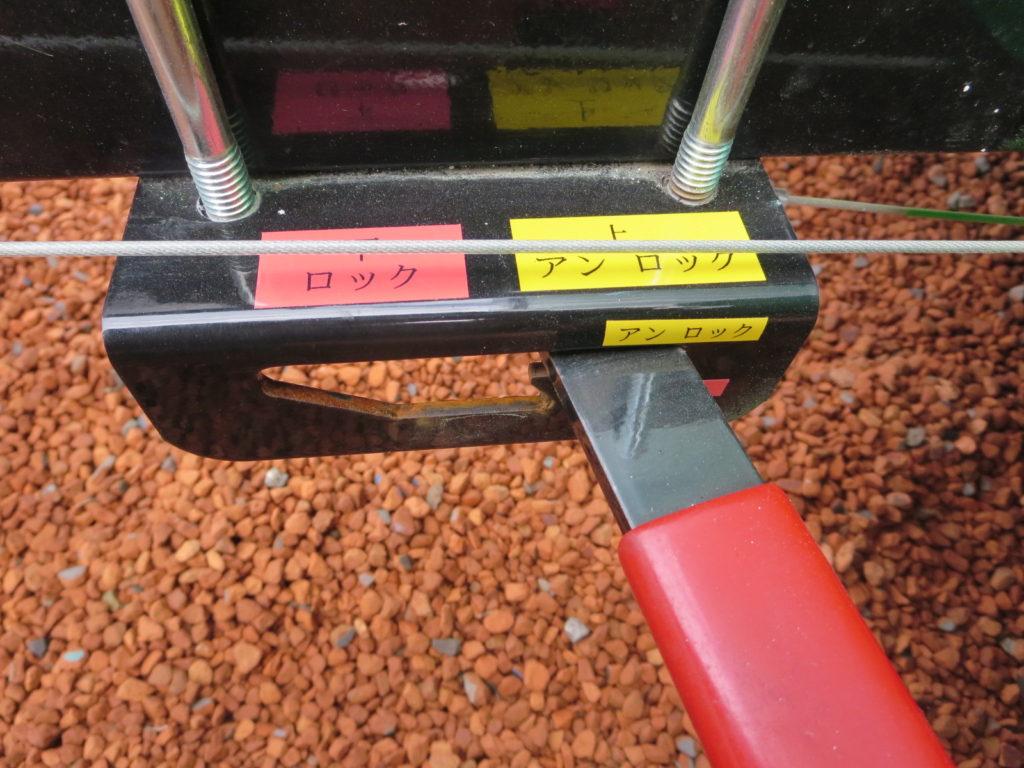 キャンピングトレーラーの幌馬車くんのアンロック状態(ワイヤーはテンションが張られている)