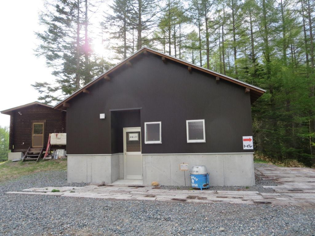 丸沼高原オートキャンプ場のサニタリー棟 新築みたい