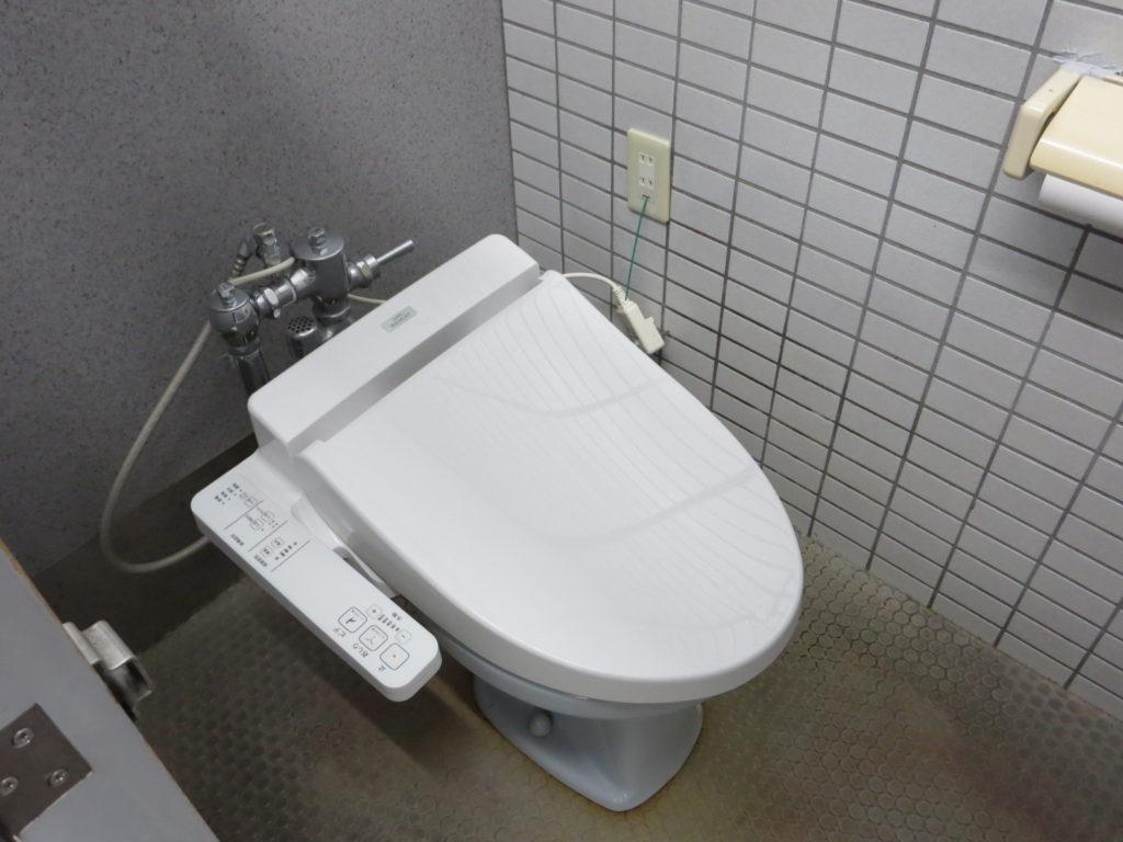 丸沼高原オートキャンプ場のレストランのトイレ便座