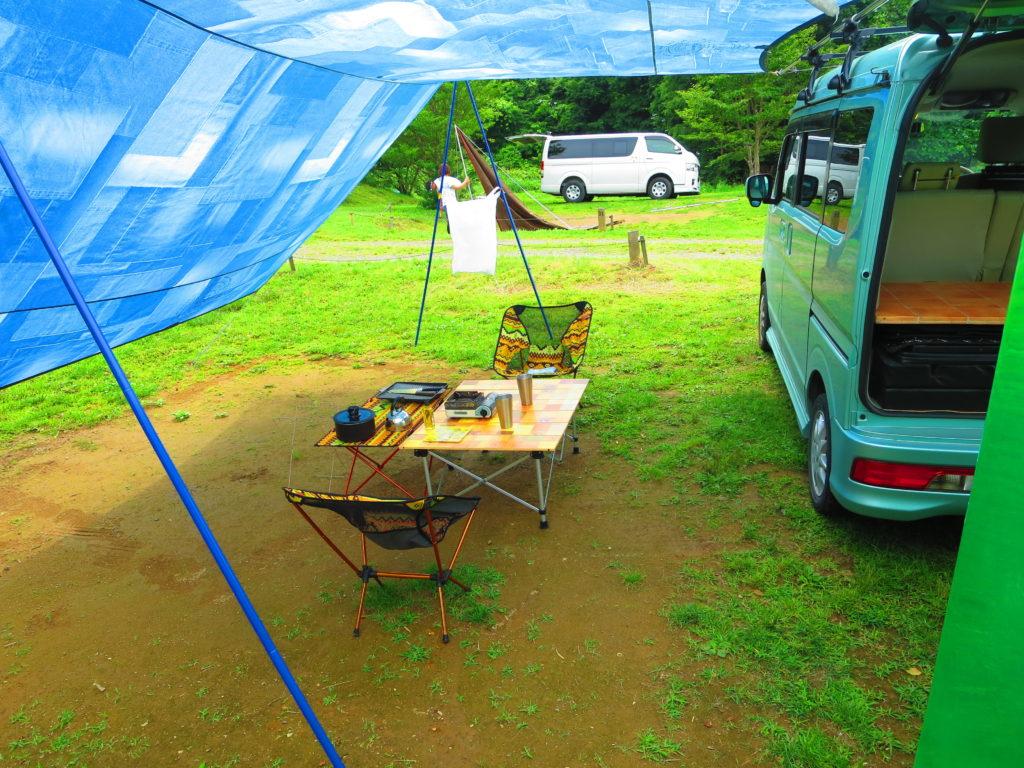 上毛高原キャンプグランドの軽キャンプテーブルと椅子