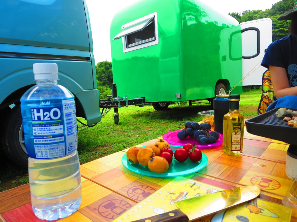 上毛高原キャンプグランドの軽キャンプでフルーツ