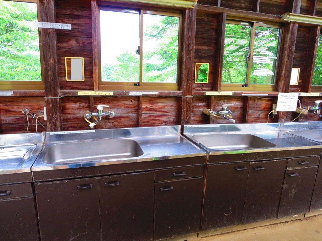 上毛高原キャンプグランドの軽キャンプの炊事場