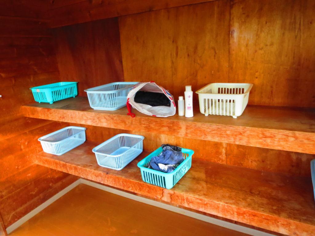 上毛高原キャンプグランドの軽キャンプ風呂の更衣室