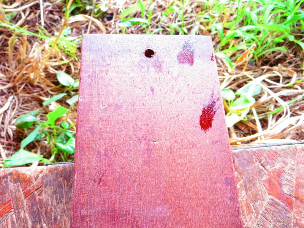 幌馬車くんのひさし自作 ウリン材に紐を通す穴を開ける