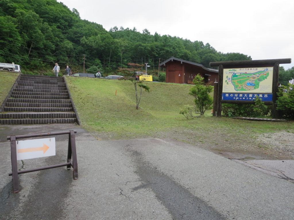 草津温泉、天狗第一駐車場の車中泊の階段