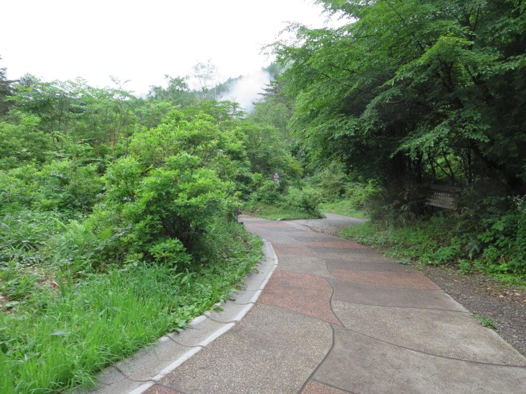 草津温泉、天狗第一駐車場の車中泊西の河原公園までの道