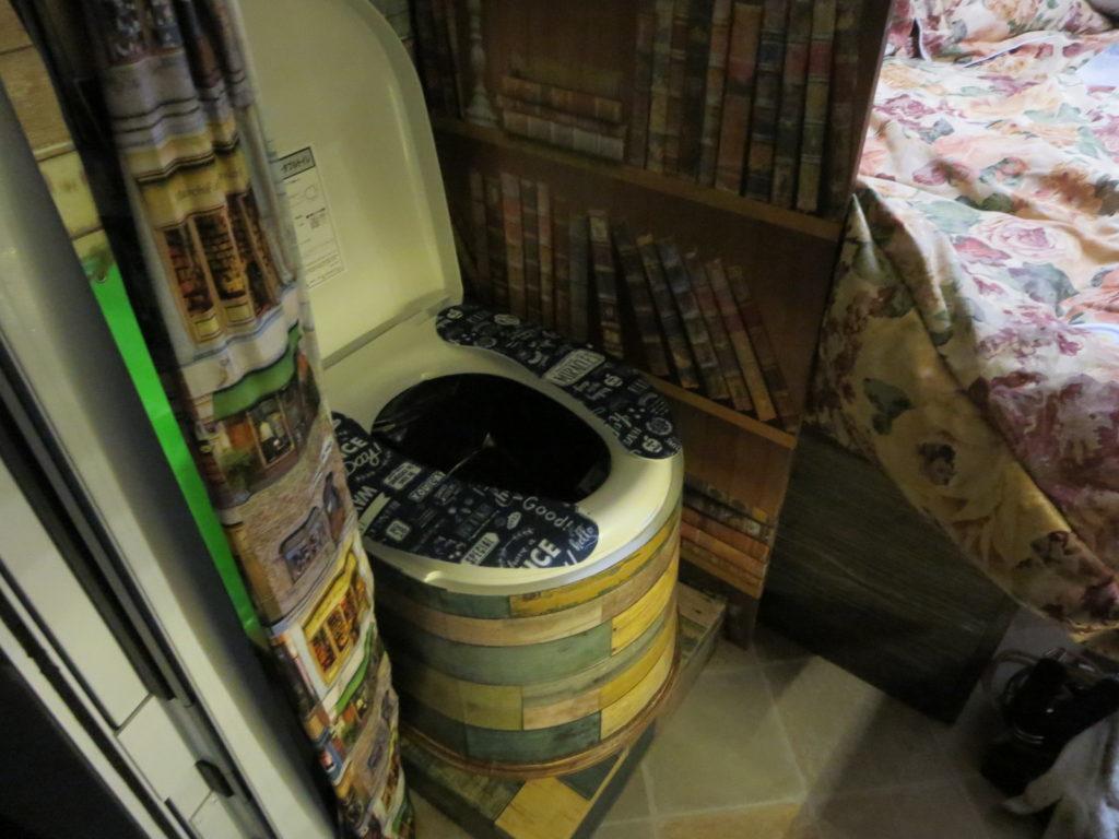 草津温泉、天狗第一駐車場の車中泊の夜の幌馬車くんのトイレ