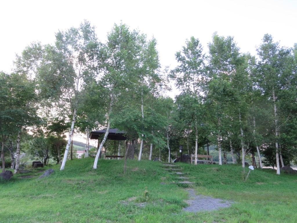 白樺湖の湖畔周遊道 東屋