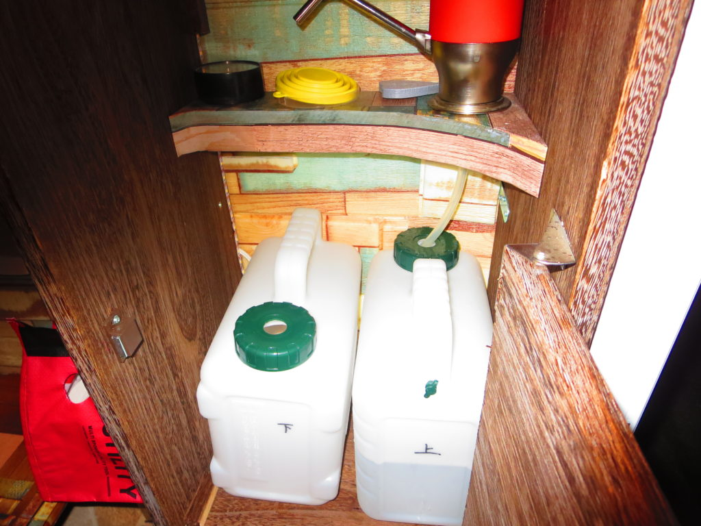 すずらんの湯の幌馬車くん車中泊 ギャレーに水補給