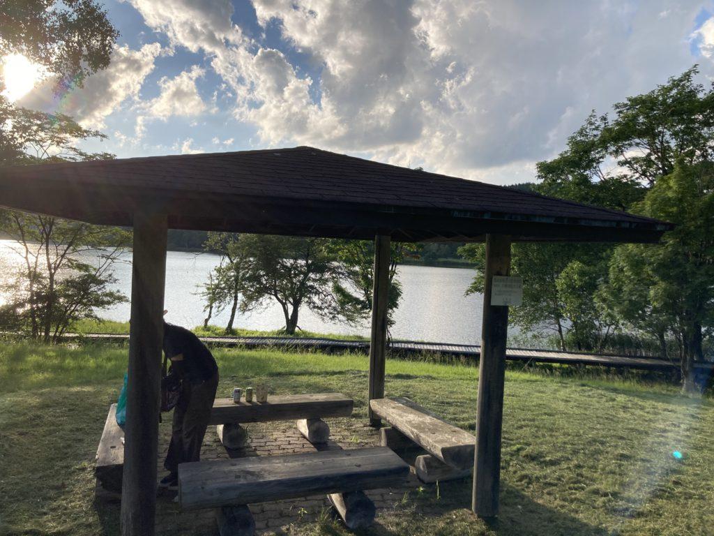 白樺湖の湖畔周遊道の途中の東屋