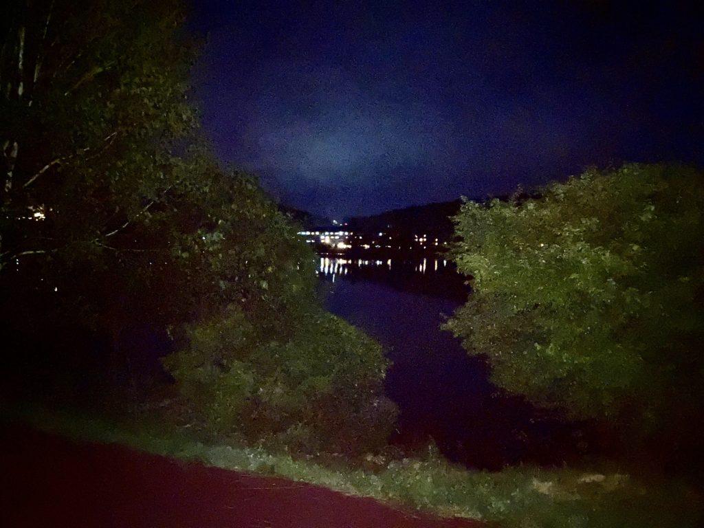 すずらんの湯を幌馬車くんで車中泊 夜の湖畔