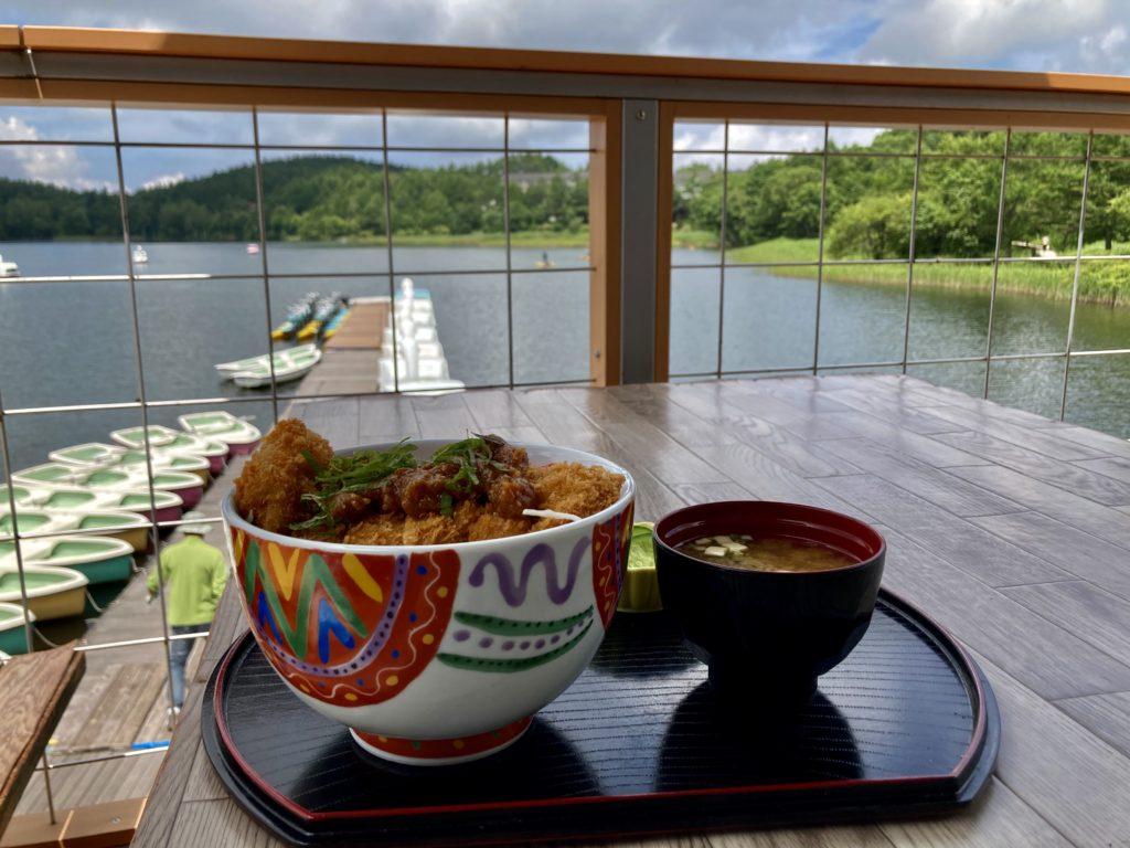 女神湖センターのレストランで味噌カツ丼
