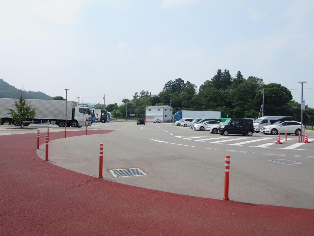 道の駅ヘルシーテラス佐久南の大型トレーラー用駐車場