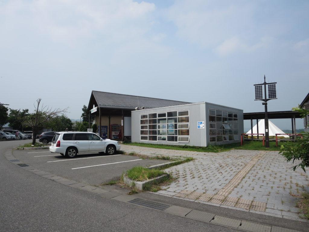 道の駅「ほっとぱ~く・浅科」の建物
