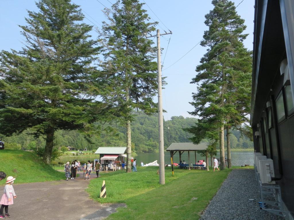 道の駅ビーナスライン蓼科湖のキャンピングトレーラーの幌馬車くん車中泊蓼科湖への道