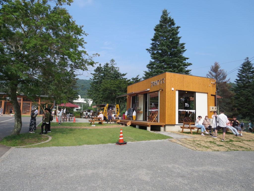 道の駅ビーナスライン蓼科湖のキャンピングトレーラーの幌馬車くん車中泊の店
