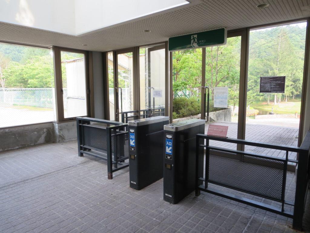 道の駅ビーナスライン蓼科湖の蓼科高原芸術の森彫刻公園入口ゲート