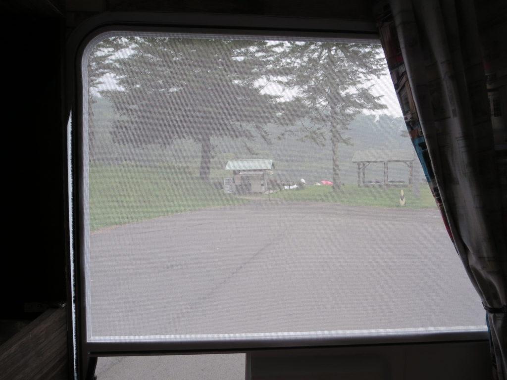 道の駅ビーナスライン蓼科湖のキャンピングトレーラーの幌馬車くん車中泊の朝