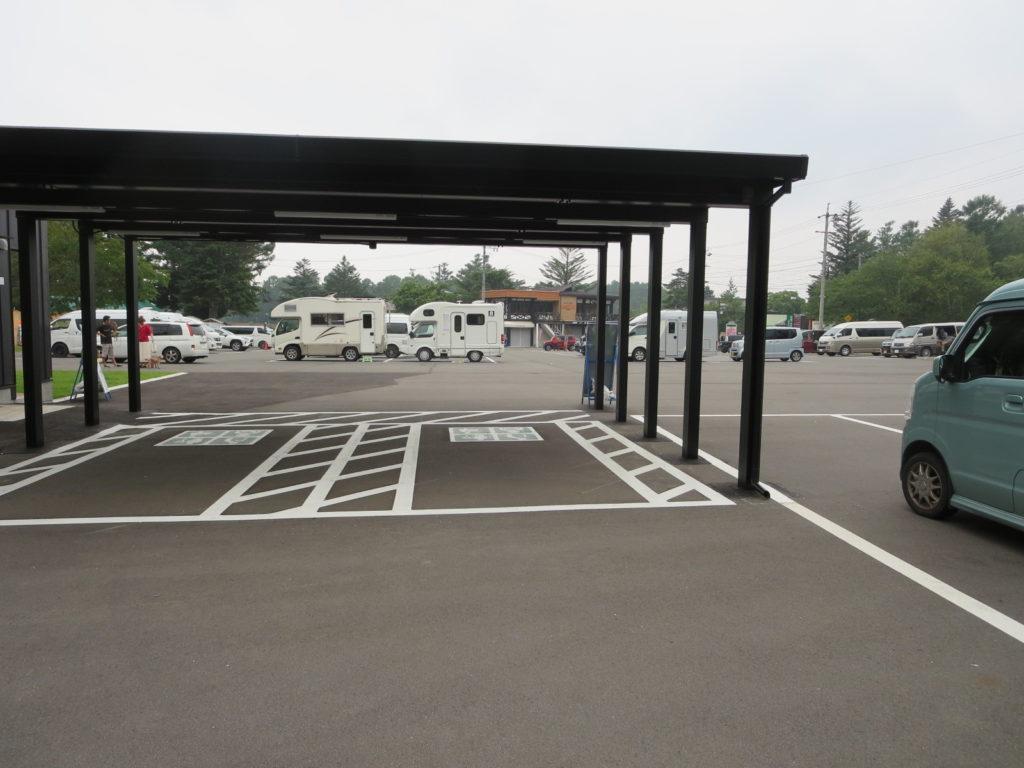 道の駅ビーナスライン蓼科湖の駐車場