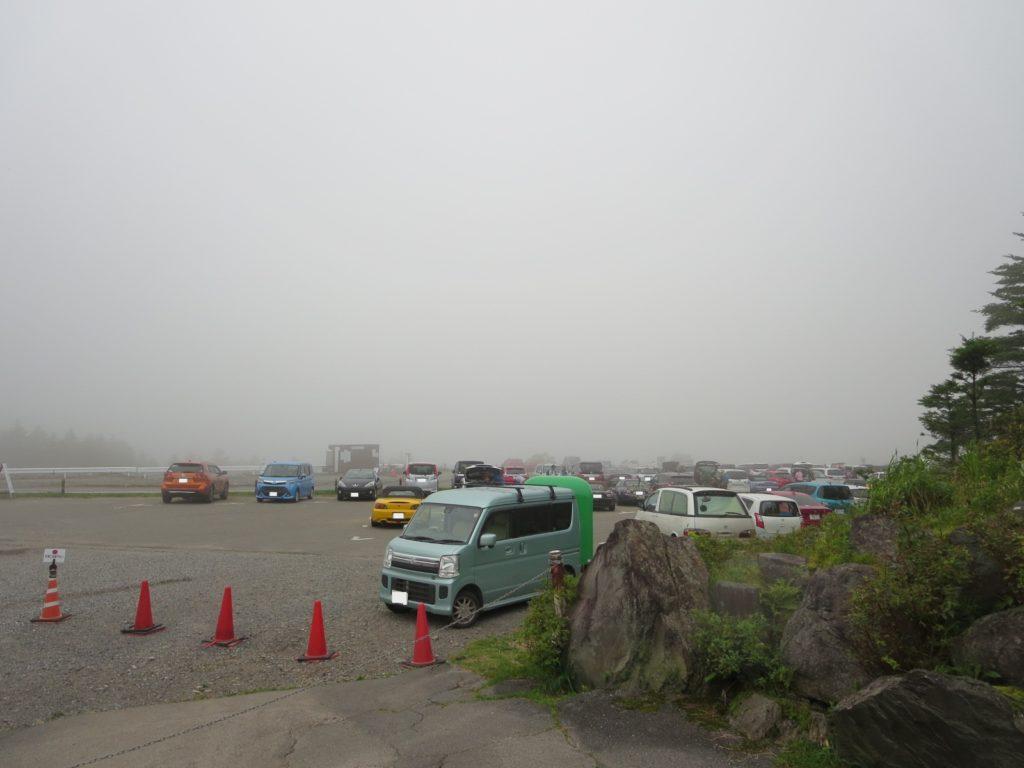 ころぼっくるひゅってとキャンピングトレーラーの幌馬車くん 車山肩の無料駐車場