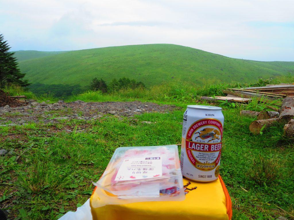 霧ヶ峰ハイキングとキャンピングトレーラーの幌馬車くん ころぼっくるひゅってでビール