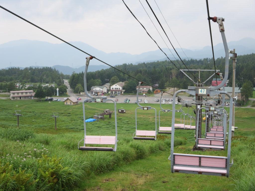 霧ヶ峰ハイキングとキャンピングトレーラーの幌馬車くん 夏のリフト