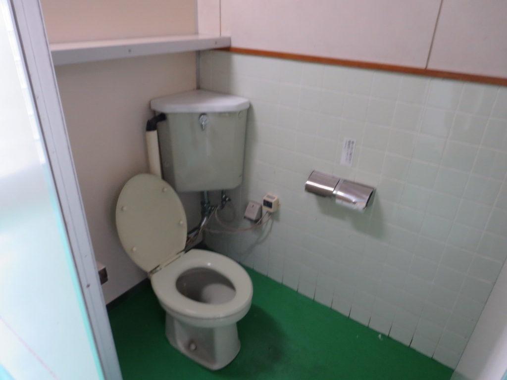 霧ヶ峰スキー場の駐車場車中泊 トイレの便座