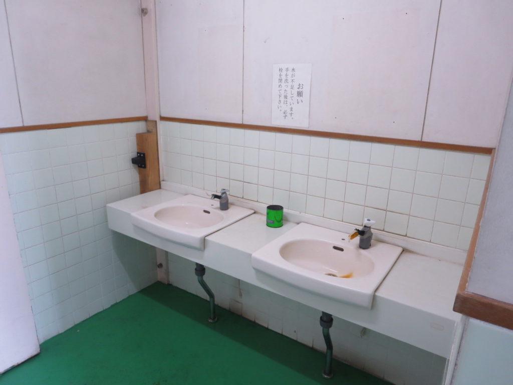 霧ヶ峰スキー場の駐車場車中泊 トイレの洗面台