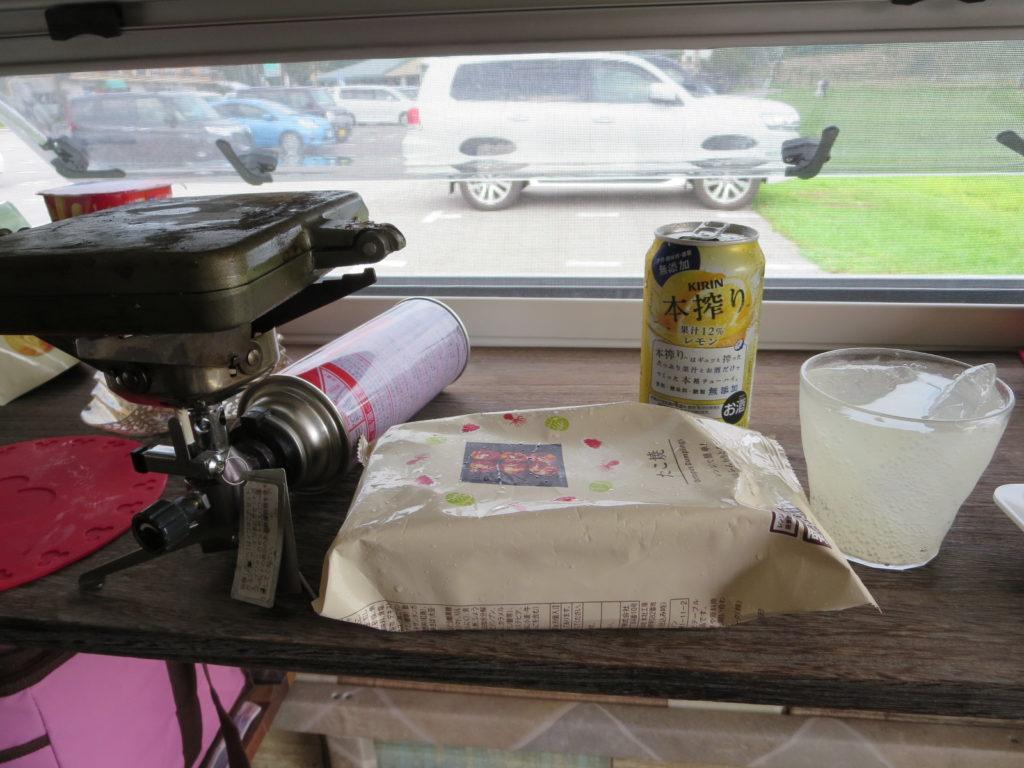 霧ヶ峰スキー場の駐車場車中泊 ホットサンドメーカーを使ったツマミ料理 バウルー たこ焼き
