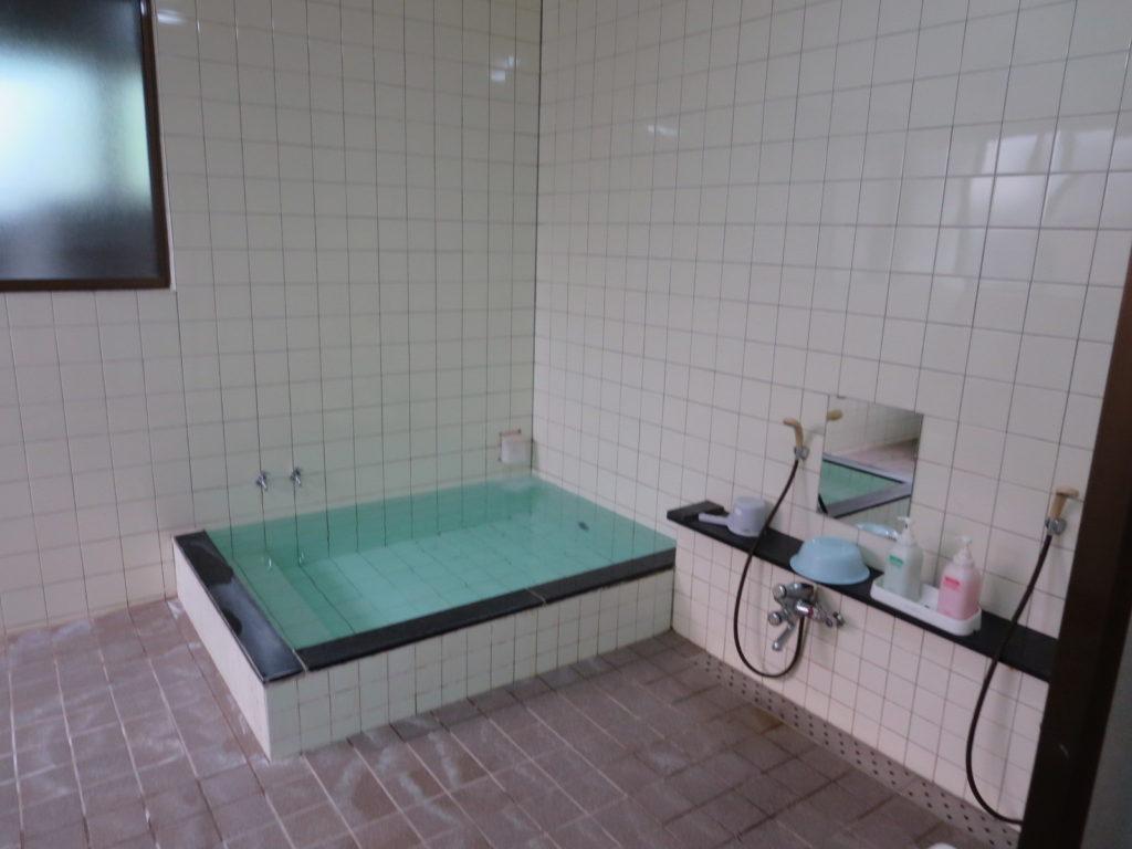 霧ヶ峰スキー場の駐車場車中泊 双葉屋で日帰り入浴 浴槽
