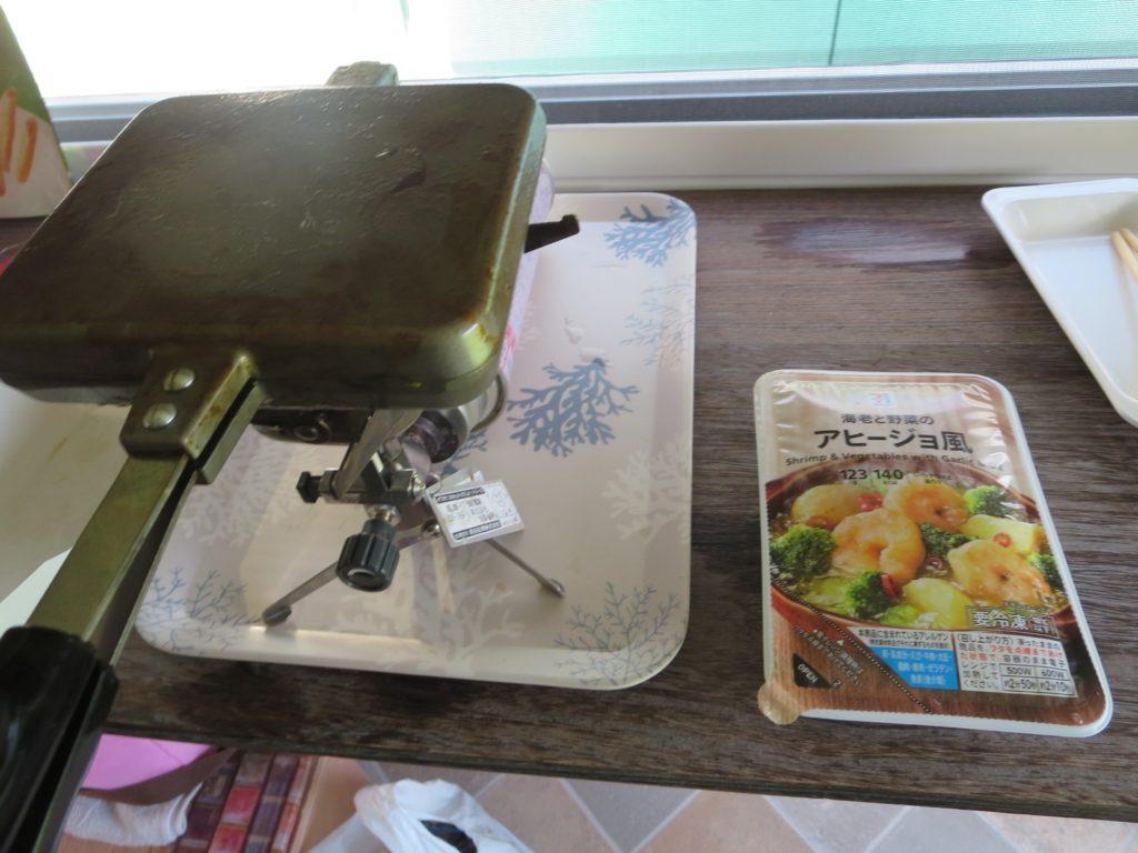 霧ヶ峰スキー場の駐車場車中泊 ホットサンドメーカーを使ったツマミ料理 バウルー アヒージョ風