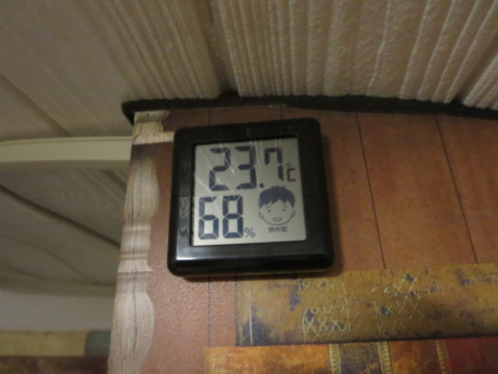 霧ヶ峰スキー場の駐車場車中泊 キャンピングトレーラーの幌馬車くんの温度