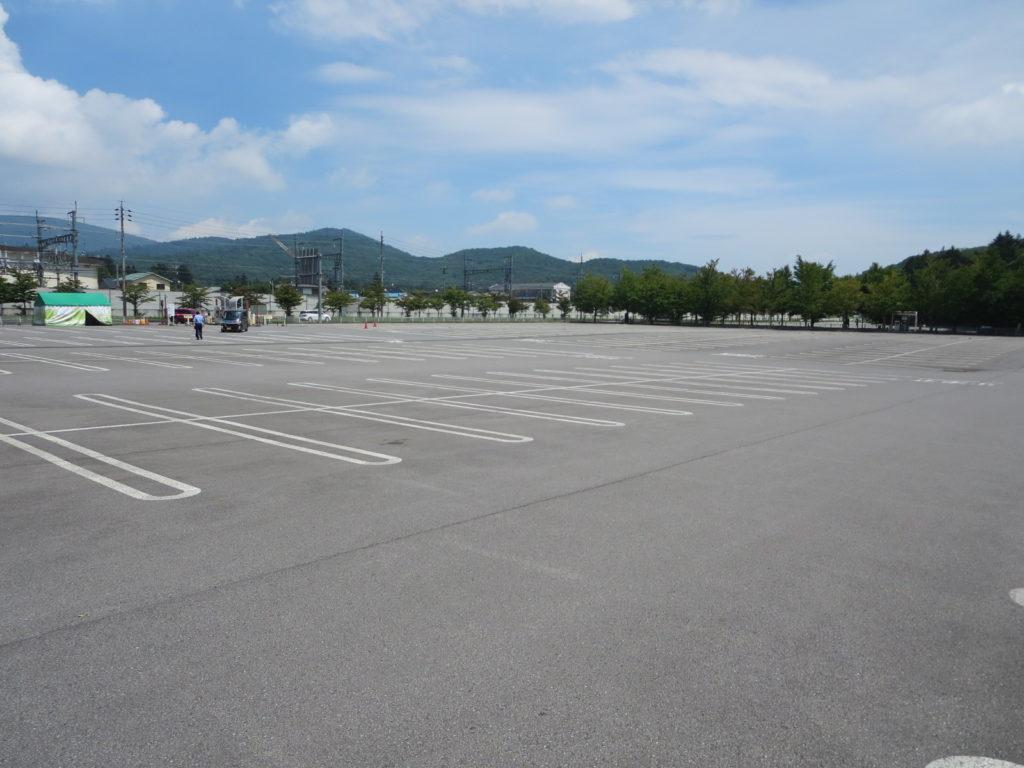 軽井沢ショッピングモールとキャンピングトレーラーの幌馬車くんの車中泊 駐車場風景