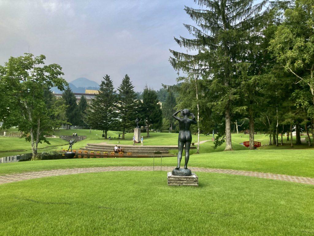 道の駅ビーナスライン蓼科湖の蓼科高原芸術の森彫刻公園 銅像