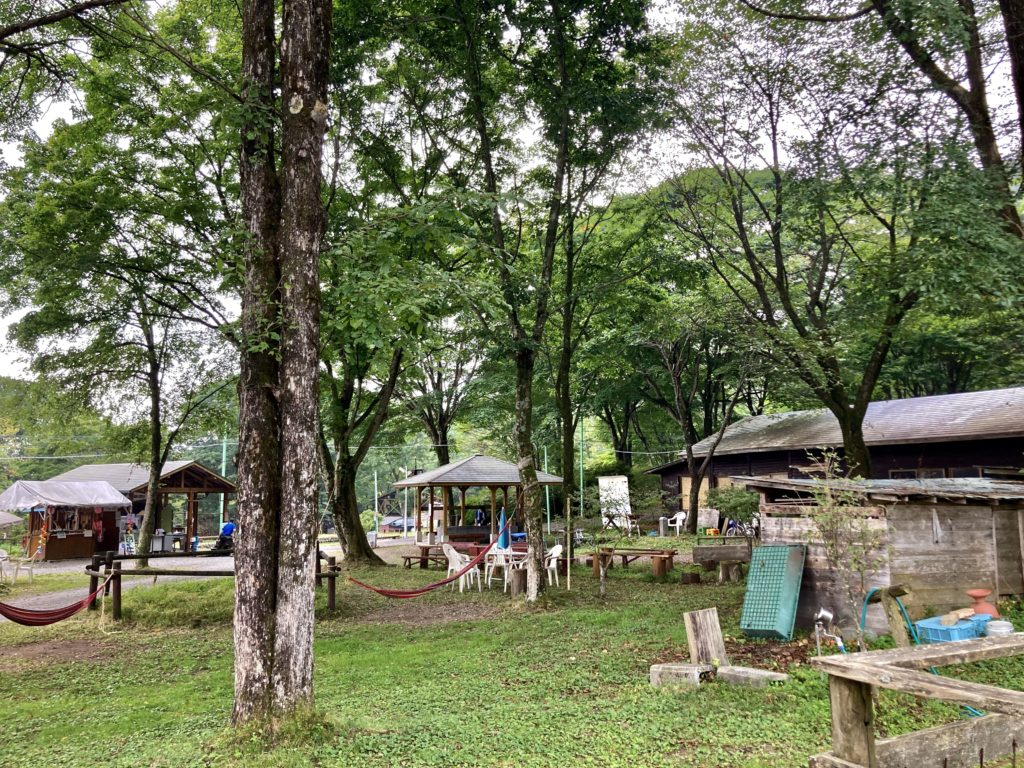 わらび平森林公園キャンプ場を軽キャンピングトレーラーの幌馬車くんでキャンプの風景