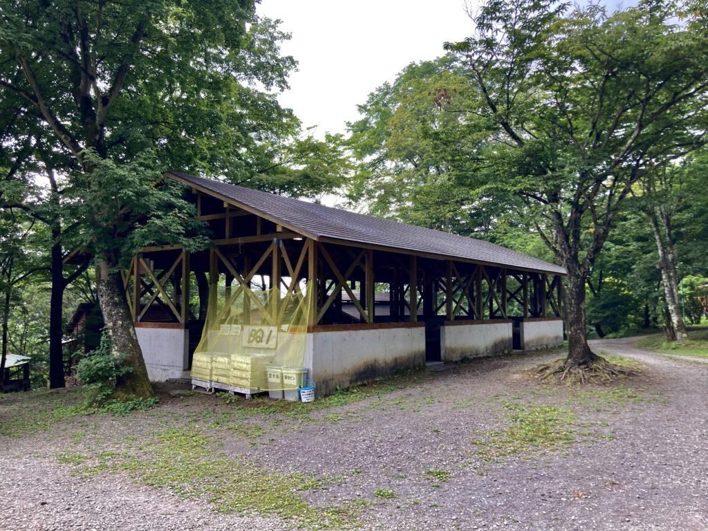 わらび平森林公園キャンプ場を軽キャンピングトレーラーの幌馬車くんでキャンプのバーベキュー施設