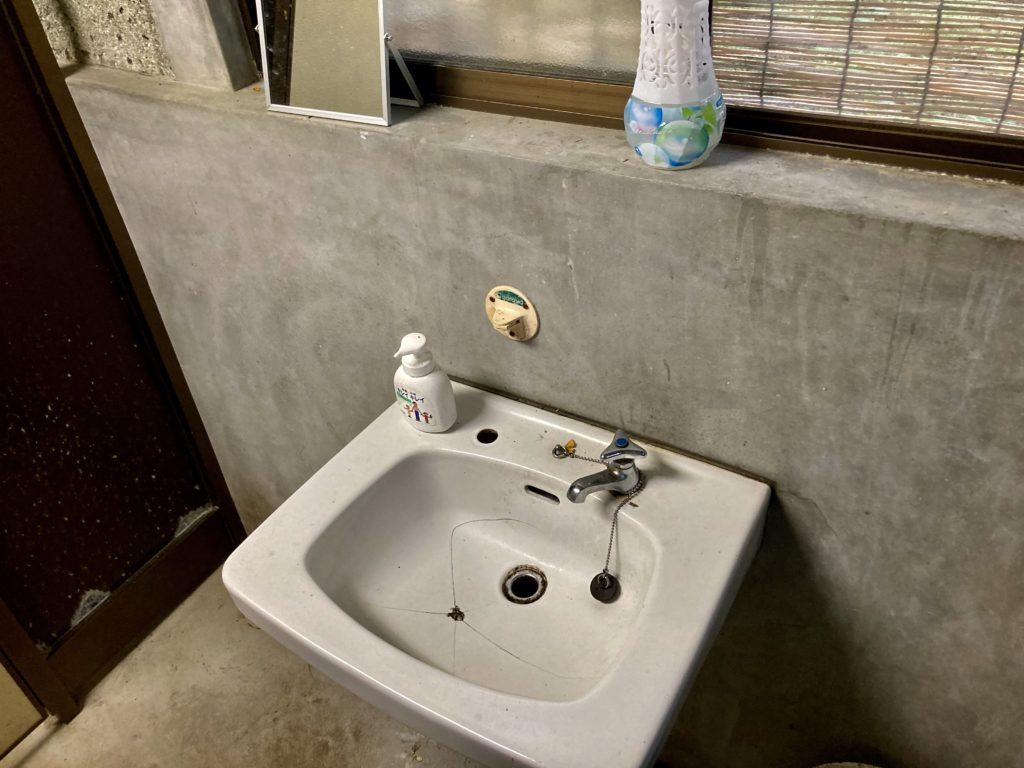 わらび平森林公園キャンプ場を軽キャンピングトレーラーの幌馬車くんでキャンプのトイレ洗面
