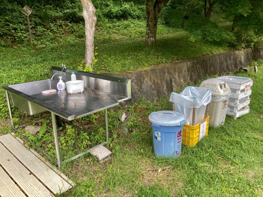 わらび平森林公園キャンプ場を軽キャンピングトレーラーの幌馬車くんでキャンプの運動広場の水場