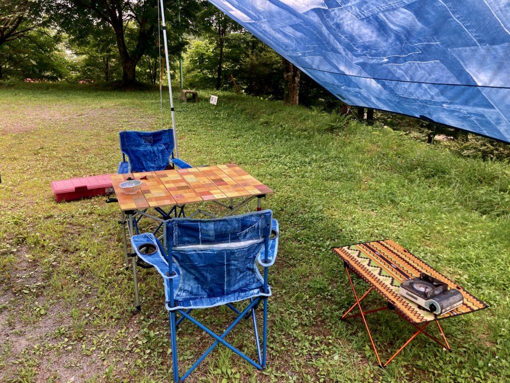 わらび平森林公園キャンプ場を軽キャンピングトレーラーの幌馬車くんでキャンプのテーブルと椅子