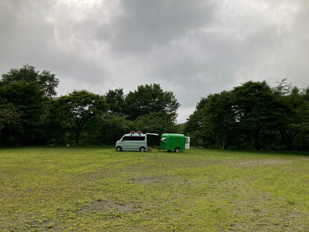 わらび平森林公園キャンプ場を軽キャンピングトレーラーの幌馬車くんでキャンプで運動広場