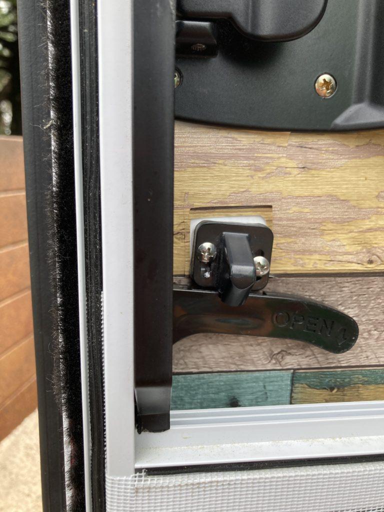 幌馬車くんのドアの網戸のドアノブ調整・修理 調整後