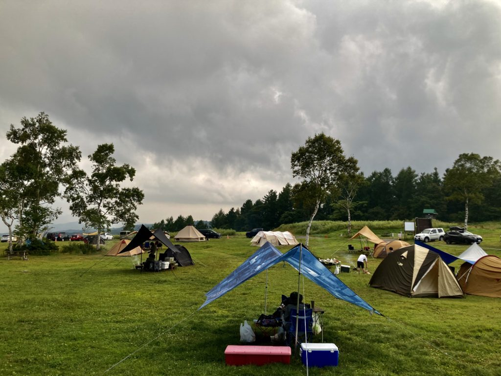 武尊牧場キャンプ場に幌馬車くんの軽キャンピングトレーラーで行く車中泊のキャンプ フリーテントサイト