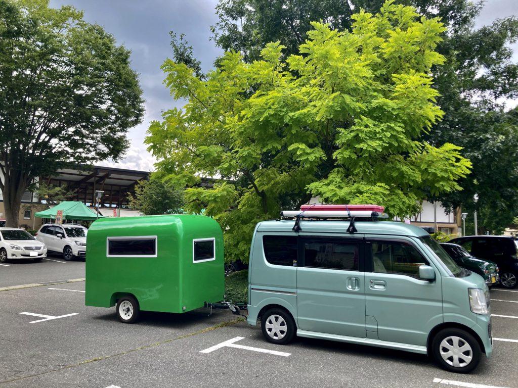 花の駅・片品 花咲の湯に幌馬車くんの軽キャンピングトレーラーで行く 駐車場風景