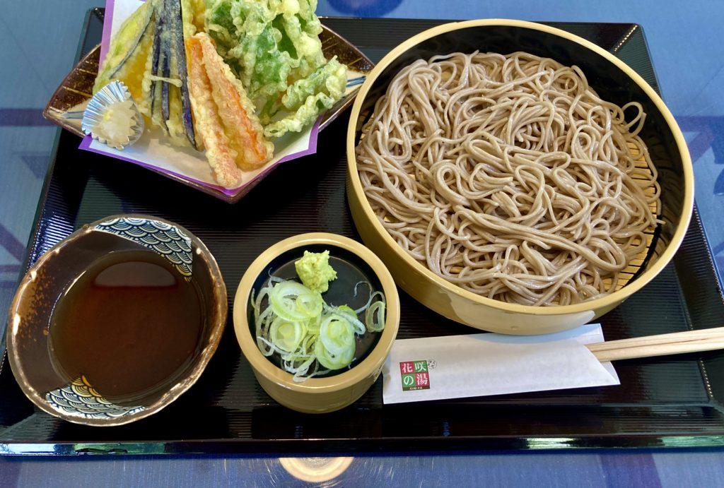 花の駅・片品 花咲の湯に幌馬車くんの軽キャンピングトレーラーで行く 天ぷらそば