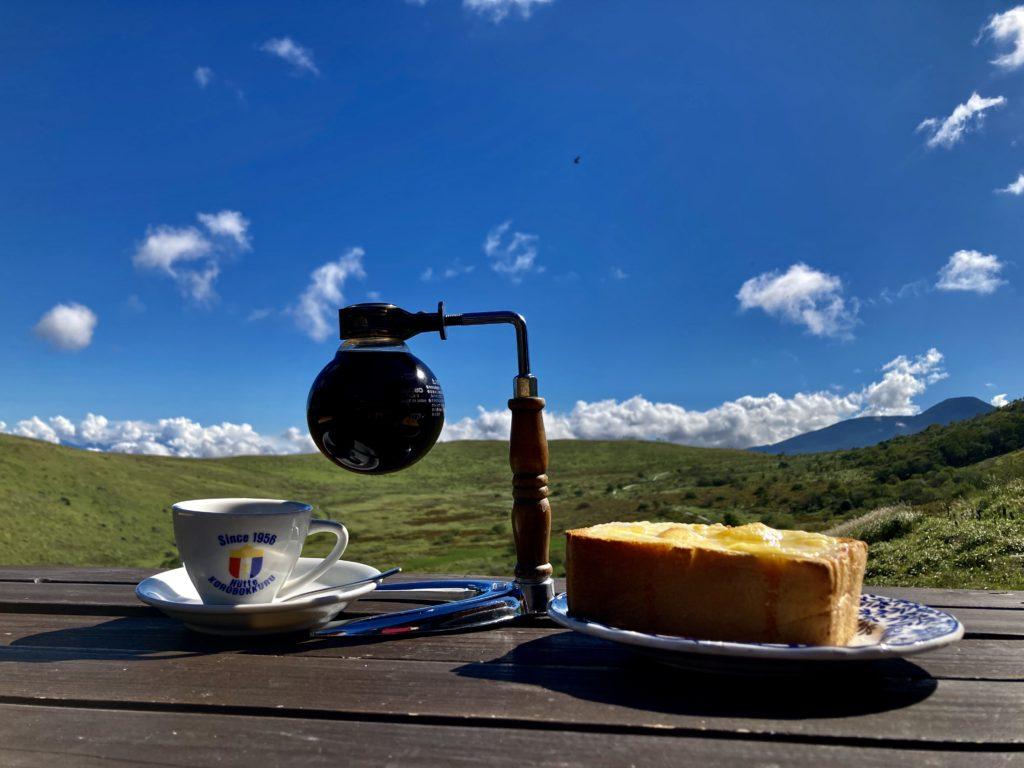 幌馬車くんと行く霧ヶ峰スキー場の車中泊&霧ヶ峰キャンプの初日のころぼっくるヒュッテの朝食