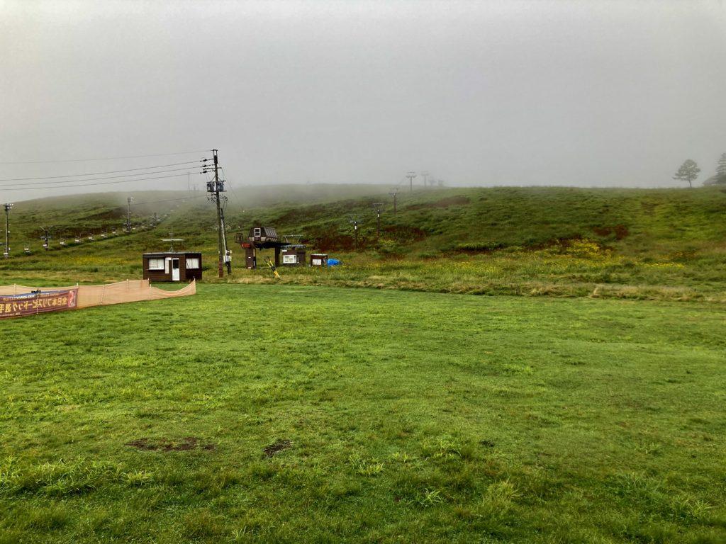 幌馬車くんと行く霧ヶ峰スキー場の車中泊の朝